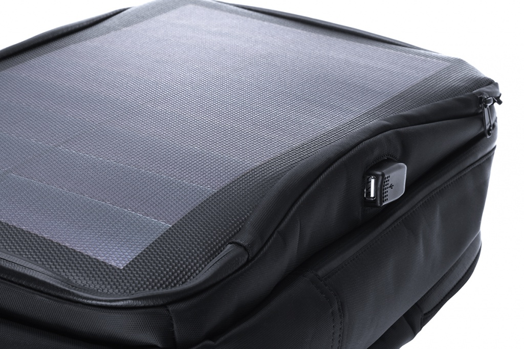 Qumo-PowerAid-Solar-Bag-4.jpg